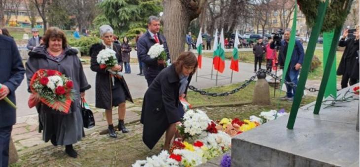 Корнелия Нинова: Не коментирам политически теми днес